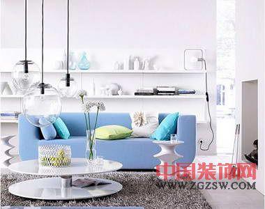 蓝白色家具沙发打造清爽简洁家居空间